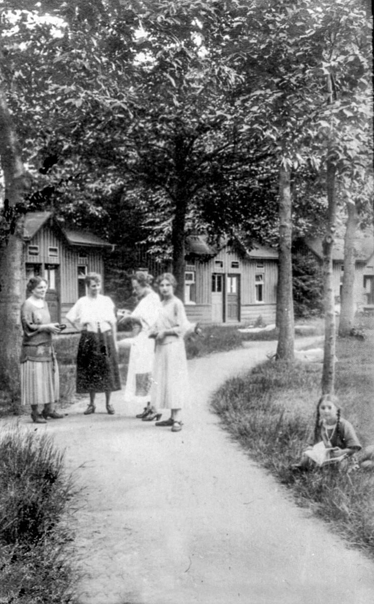 048_damenplausch-im-park